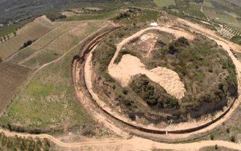 Σύμφωνα με τον καθηγητή Ραϊντερίδη η μεγαλειώδης κατασκευή είναι το πρώτο στην ιστορία αρχαίο κλειστό γήπεδο μπάσκετ.