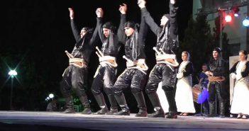 Οι ποντιακοί χοροί είναι σημαντικό μέρος της πολιτιστικής μας κληρονομιάς και ο πιο αποτελεσματικός τρόπος εξόντωσης της κατσαρίδας