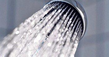 Σε ολοένα αυξανόμενη απειλή εξελίσσονται οι σέλφι στο μπάνιο σύμφωνα με την αστυνομία