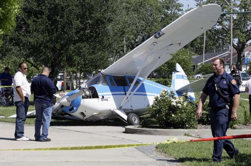 Αεροπλάνο προσγειώθηκε κατά λάθος εξαιτίας της χριστουγεννιάτικης διακόσμησης ενός σπιτιού