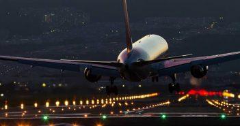 Τρόμος στον αέρα: Αεροπλάνο προσγειώθηκε κατά λάθος εξαιτίας της χριστουγεννιάτικης διακόσμησης ελληνικού σπιτιού