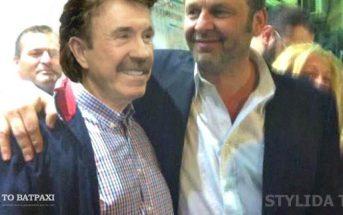 Ο διάσημος ηθοποιός με τον Δήμαρχο Στυλίδας μετά το γεύμα τους σε ταβέρνα της πόλης
