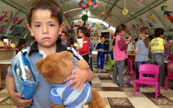Σύμφωνα με τους γονείς από τότε που άκουσε ότι θα υπάρξει κρίση ρευστότηας με κυβέρνηση ΣΥΡΙΖΑ φυλάει τα παιχνίδια του σαν κόρη οφθαλμού