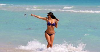 Με ανυπομονησία περιμένουν οι Έλληνες να περάσουν τις διακοπές τους κοιτάζοντας τα κινητά τους