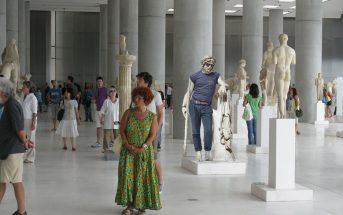 Το ασυνήθιστο άγαλμα αποτελεί πρωτοβουλία της Προέδρου της Βουλής, Ζωής Κωνσταντοπούλου και του υπουργείου Πολιτισμού για την ανάδειξη των επιπτώσεων της κρίσης