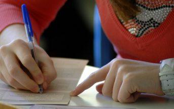 Σαρωτικές αλλαγές ετοιμάζει το υπουργείο Παιδείας για τις Πανελλαδικές του 2016, όπου αναμένεται να επιτραπεί για πρώτη φορά η χρήση greeklish στις εξετάσεις.