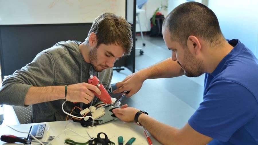 Οι δύο εφευρέτες της συσκευής Γιάννης Σπύρου και Κώστας Αθανασίου