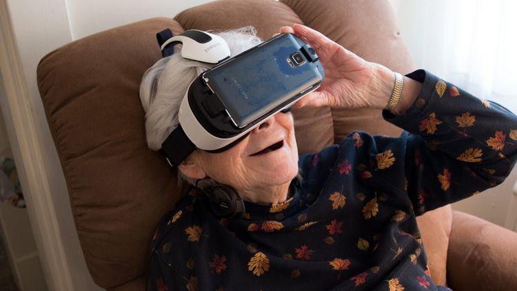 Με γυαλιά εικονικής πραγματικότητας θα εφοδιάσει η κυβέρνηση τους συνταξιούχους μέχρι το 2017