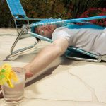 Εκατοντάδες Έλληνες παγιδεύονται κάθε χρόνο σε ξαπλώστρες