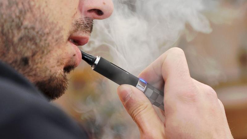Μεγάλη βελτίωση στον τρόπο που κάνουν τράκα εμφανίζουν όσοι αρχίζουν ηλεκτρονικό τσιγάρο