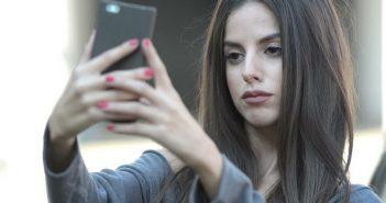 Πανελλήνια συγκίνηση από την αλλαγή της φωτογραφίας νεαρής κοπέλας στο facebook
