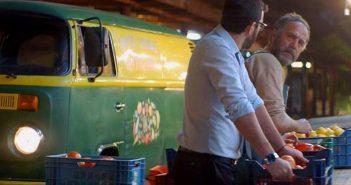 Εκατοντάδες χίπστερς ξεχύθηκαν στις λαχαναγορές μετά από διαφήμιση γνωστής μπύρας