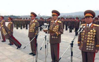 Κρίση στη Β. Κορέα: Στρατηγός κατέρρευσε από το βάρος των μεταλλίων