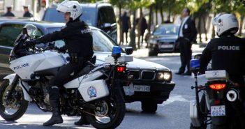 Γιάφκα με χιλιάδες καπάκια από τάπερ ανακάλυψαν αστυνομικοί