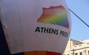 Φρίκη στην Αθήνα: Εκατοντάδες Έλληνες έγιναν κατά λάθος γκέι όταν πέρασε δίπλα τους το Athens Pride