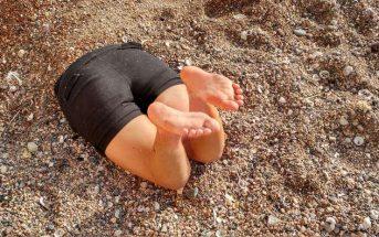 Αθλητικό πνεύμα: Ρακετάς καρφώθηκε στην άμμο προσπαθώντας να προλάβει μπαλάκι