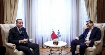 Σπάνιο DVD με ακυκλοφόρητα επεισόδια του Καρά Σεβντά χάρισε στον πρωθυπουργό ο Ταγίπ Ερντογάν