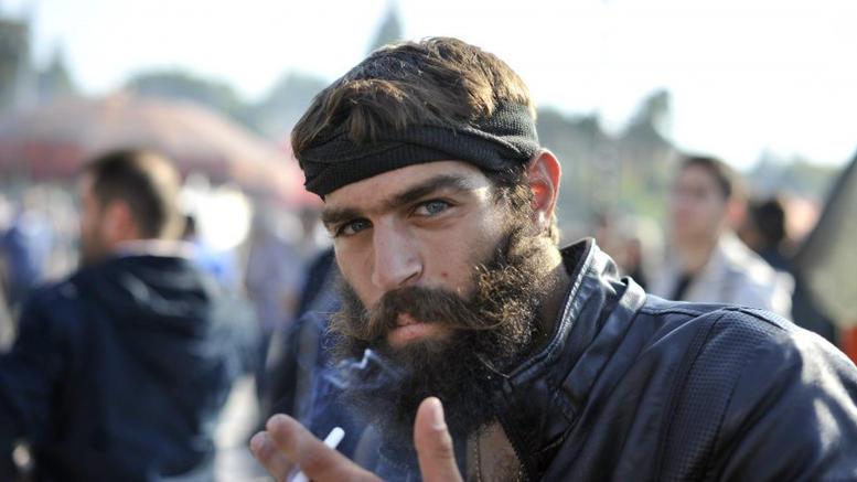 Ανησυχία για την επιτυχία του συλλαλητηρίου της Θεσσαλονίκης καθώς δεν έχει εμφανιστεί ο όμορφος Κρητικός αγρότης
