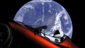 Το αυτοκίνητο Tesla που μεταφέρθηκε στο διάστημα από πύραυλο της SpaceX